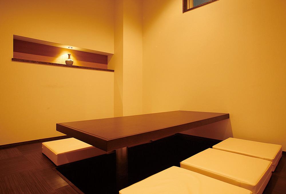 しっとりと落ち着いた個室は、接待にも。